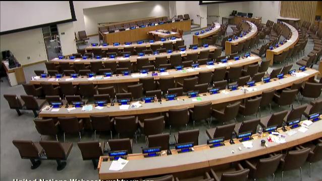 Sala de conferências 1 da ONU, ainda vazia no domingo, pronta para a conclusão do processo da Agenda Pós-2015.